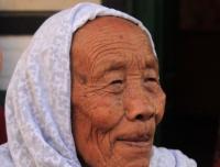 A welcoming old lady in Sirubari Village